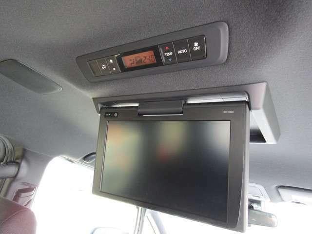 ロングドライブも楽しく過ごせる後席用モニター(天井吊下げ式) モニター型式:V12T-R66C