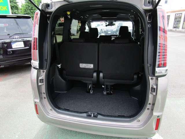 サードシート使用時の荷物スペース 開口部が広く低い位置から開くので荷物の出し入れがしやすいです