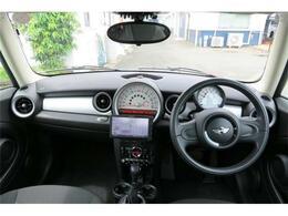 運転席付近の各部、各種操作パネル写真を掲載いたします。 掲載車両で確認したいポイント及び角度での写真送付も可能ですので、無料電話または在庫お問合せボタンをクリックしてお気軽にお申し付けください。