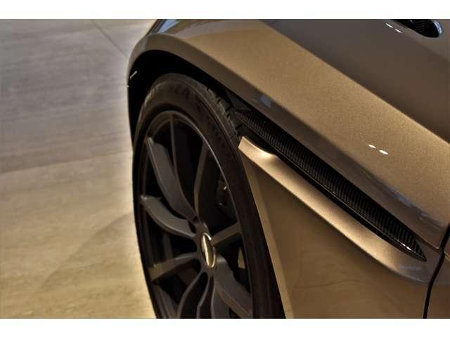 エレガンスとスポーツ、そんな相反する要素すら兼ね備え、DB11 AMRの有する強靭さとしなやかさというキャラクターを体現した1台と云えます。