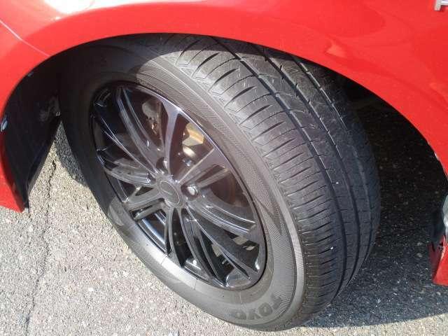 タイヤサイズは、195/65R15です。