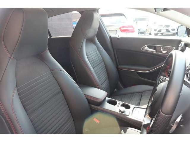 良いコンディションを保持したヘッドレスト一体型ブラックハーフレザーシート!シートヒーターを運転席のみならず助手席にも完備しているので寒い日のドライブも快適にお過ごし頂けます♪
