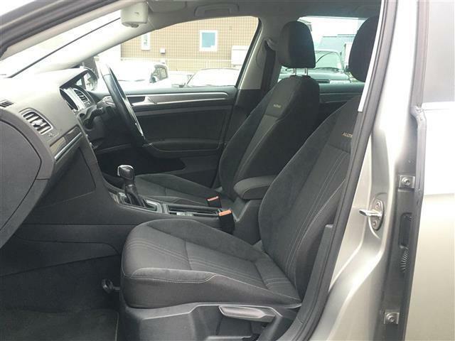 前席は運転しやすく楽々に快適にドライブを楽しめます!