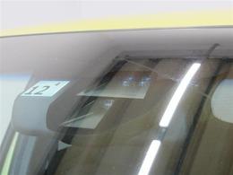 シティブレーキアクティブシステムです。低速での前方車両との衝突の回避・軽減を支援します。また、前方に障害物がある状況で、急発進の防止を支援する機能も備えています。