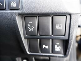 【コーナーセンサー】クルマの四隅に付けたソナーによって、他のクルマや障害物との距離を計測し、近づくと音でお知らせする便利な機能です♪