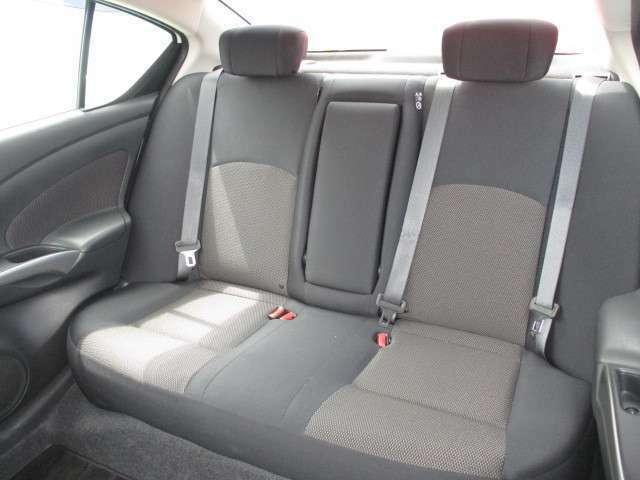 大人5名での乗車も上質かつ快適です。