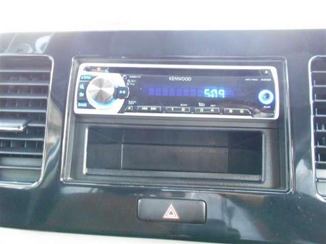 1DINオ-ディオ(CD)で、見た目もスッキリ♪シンプルなボタンで、操作しやすく快適です(^^) なくては困る、ドライブの必需品ですね!