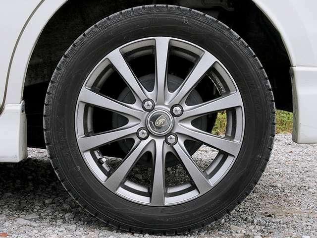 【社外アルミホイール】社外15インチアルミホイールです。タイヤ溝も残っておりますので、安心して乗ることが出来ます。