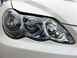 斬新なデザインの3連ヘッドライト♪曇りもなく、キレイなヘッドライトです♪ヘッドライトが綺麗だと車のイメージも良くなりますよね♪