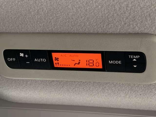 後席にもエアコンが装備されているのでオールシーズン快適な空間となります。