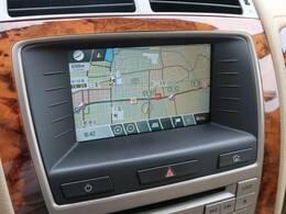 タッチスクリーンのナビゲーションも優れた操作性と機能性を誇っております。CD/USB/ipod等のメディアに対応し、専用のサウンドシステムも装備しております。