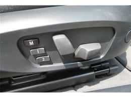 パワーシートが付いております。電動でシート調整が出来るので大変便利な装備です。