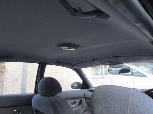 運転席サイドバイザー新車時のビニールついてます。