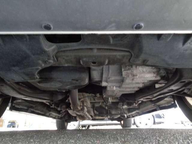 エンジン下回りオイル漏れ等もなく状態良好です♪