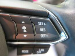 クルーズコントロール:高速道路で便利な【クルーズコントロール】も装着済み。アクセルを離しても一定速度で走行ができる装備です。加速減速もスイッチ操作で出来ますので、高速でのお出かけもラクラクです♪