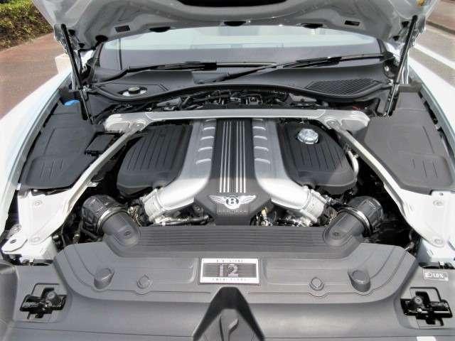 W12気筒 6.0L ツインターボチャージャー