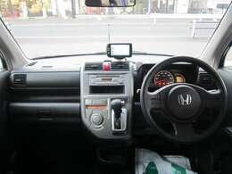 ★インパネ廻りの写真です。インパネATですので、ステアリングから近く操作がしやすいです。ナビ付きですので、ドライブやご旅行にとても便利です。