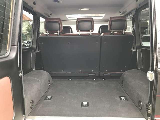 トランクルームも広々!後席の背もたれを倒せば長い荷物も積めます。