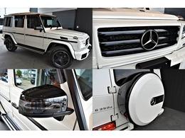 エクステリアは、70台限定カラー「designoミスティックホワイトII」を選択。ブラックアクセント(フロントグリル、ステンレス製スペアタイヤカバー、ドアミラーカバー、サイドストリップ)が装備。