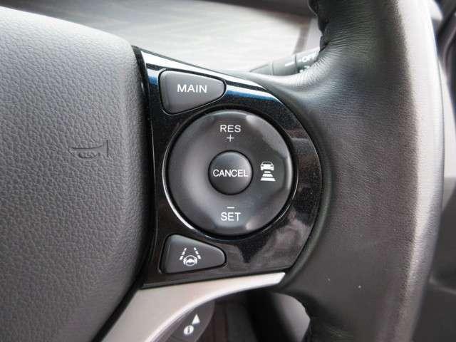 Hondaセンシングの機能のひとつ、アダプティブクルーズコントロール付!アクセルから足を離しても設定したスピードと前車との車間を保ち走行してくれます!車線維持もアシスト☆高速道路で疲労軽減ですね☆