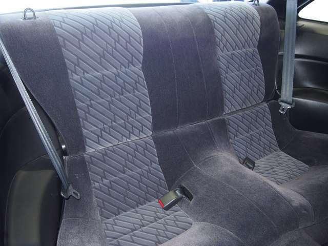 リヤシートは使用感が少なく非常に綺麗です。