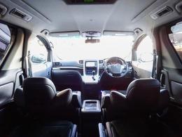 """車幅184cmからなる充実の広さ!国産ミニバンの中で右に出れる車『残念ながら、ないかと、、。』後席2列目から3列目まではウォークスルーとなっておりスムーズな乗り降りが可能です!どの席でも""""空間リッチ"""""""