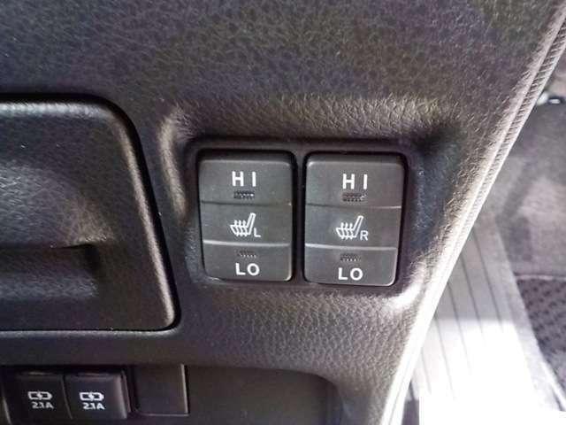 運転席&助手席にはシートヒーターを装備!