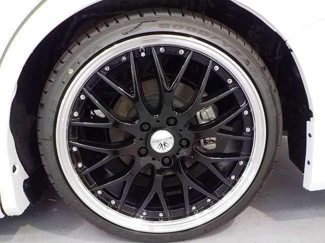 ロクサーニマルチフォルケッタ19インチアルミホイールを装備!車とマッチしてとてもかっこいいです!