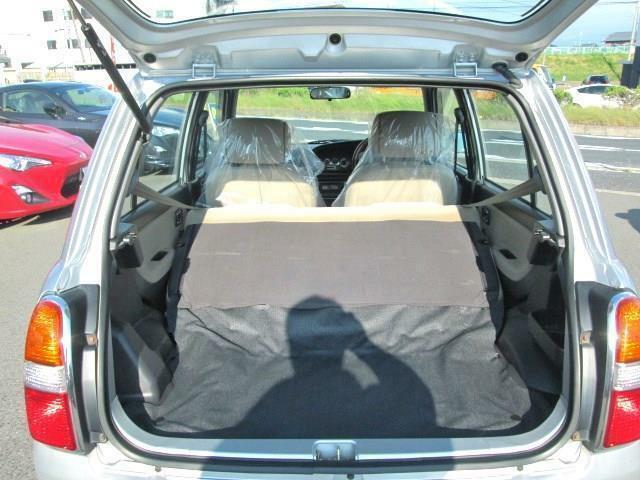 ◎このように後部座席を倒せばかなり広いスペースが生まれます!!