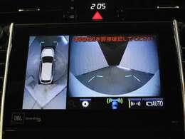 車両を上から見たような映像をナビ画面に表示するパノラミックビューモニター(左右確認サポート付)。運転席からの目視だけでは見にくい、車両周辺の状況をリアルタイムでしっかり確認できます。