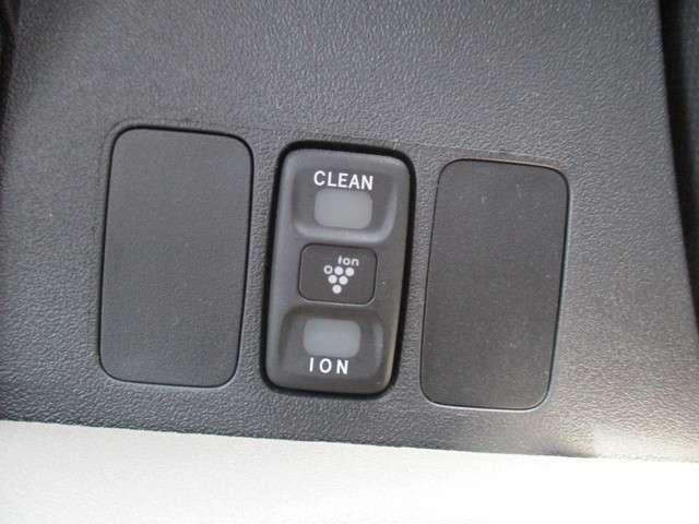 イオンの力で車内の空気をキレイにします