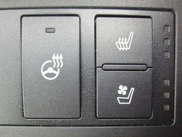 シートヒーター&エアコンさらにステアリングヒーターも付いています!