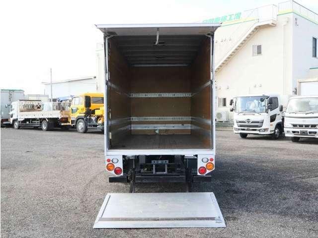 ロングアルミバン(日本フルハーフ)/オートターンPG能力600kg(日本フルハーフ)/ラッシング2段/荷台床板張り/キャブバック収納箱