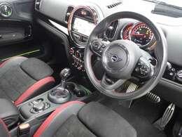 ドライバーのニーズを優先して設計されたコクピットです。機能性だけではなく快適性も追求されております。