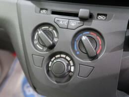 マニュアルエアコン装備♪細かい温度調節が可能なため、快適な室内空間を保てます★また見た目もとてもスッキリしているため、大変人気な装備です♪