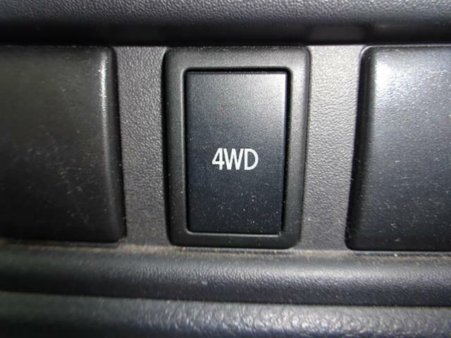 走行中でもスイッチひとつで2WD、4WDの切り替えが可能な「ドライブセレクト4×4」を採用☆