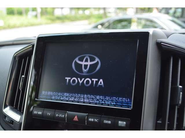■メーカーオプションの9型T-Connect SDナビが装備されております!様々なメディアの再生やテレビ機能等が装備されており、ETC2.0も装備されていますので、納車されてすぐにドライブをお楽しみいただけます。