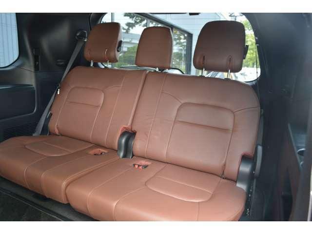 ■3列目のシートも装備されていますので、8名までの大人数のドライブも可能となっております。