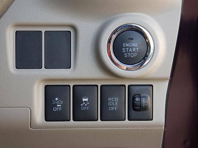 【運転席側インパネ】鍵の抜き差しが要らない便利なプッシュスタート♪スマートアシストIIと横滑り防止、エコアイドル(アイドリングストップ)のOFFスイッチ♪ライトレベライザーです♪