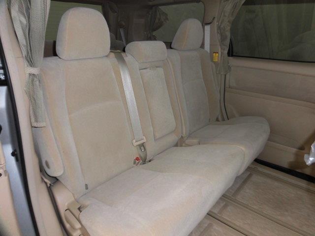 後部座席も当然、綺麗・清潔に仕上げております。内装の綺麗なお車は気持ちが良いです!