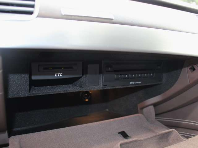 今では当たり前になりつつあるETCもしっかり装備!有料道路の料金所もスムーズに通過できます!DVDチェンジャー☆作動確認済みです☆