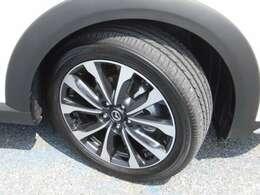タイヤサイズは215/50R18 残り溝は約7mm残っています。