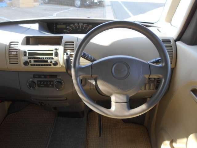 シンプルなコンソール(画像部分)は使い勝手も便利!ごちゃごちゃしているよりもシンプルなほうが、使いやすくて結構便利です。 愛知 大治 格安 軽四 軽自動車 安い 中古車 ジーフリー G-FREE