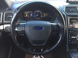 ★革巻きステアリングが車内の高級感を演出します!