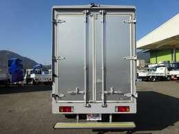 アイドリングストップ機能  ハロゲンヘッドランプ・ハロゲンフォグランプ  中古フロアマット付(程度良好)  100L燃料タンク(メインキー共用鍵付)  ETC、カラーバックカメラ・モニタ