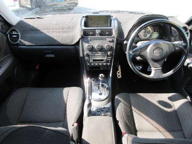 内装の状態も悪くありません♪ただこの年式のトヨタにあるインパネのベタ付きは出ています。その為インパネカバー装着しています<(_ _)>