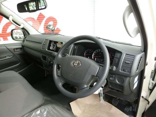 DXはフロントベンチシート3人乗り使用ですので非常に便利です!新車ベースですので程度も問題ありませのでご安心下さい!
