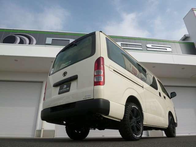 新車ですので、メーカーオプションも自由に選択出来ます!新採用の両側パワースライドドアやスマートキープッシュスタートなども装着可能!ハイエースなら当店にお任せ下さい!