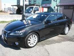 人気車種GSのブラックになります。サンルーフ・LEDヘッドライト付きの人気モデル!フォグランプもオプションのデイライト付!
