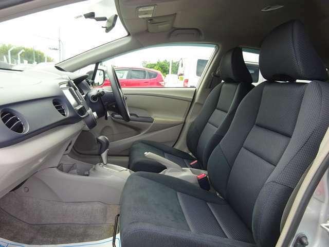 すわり心地の良い運転席・助手席シートです。